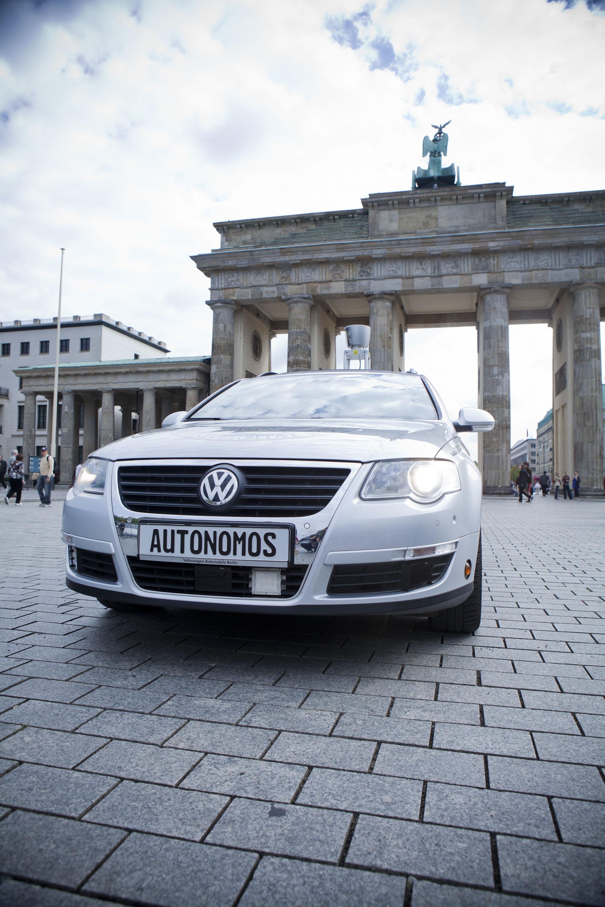 autonomos_mission_brandenbug_gate_2011_(52)