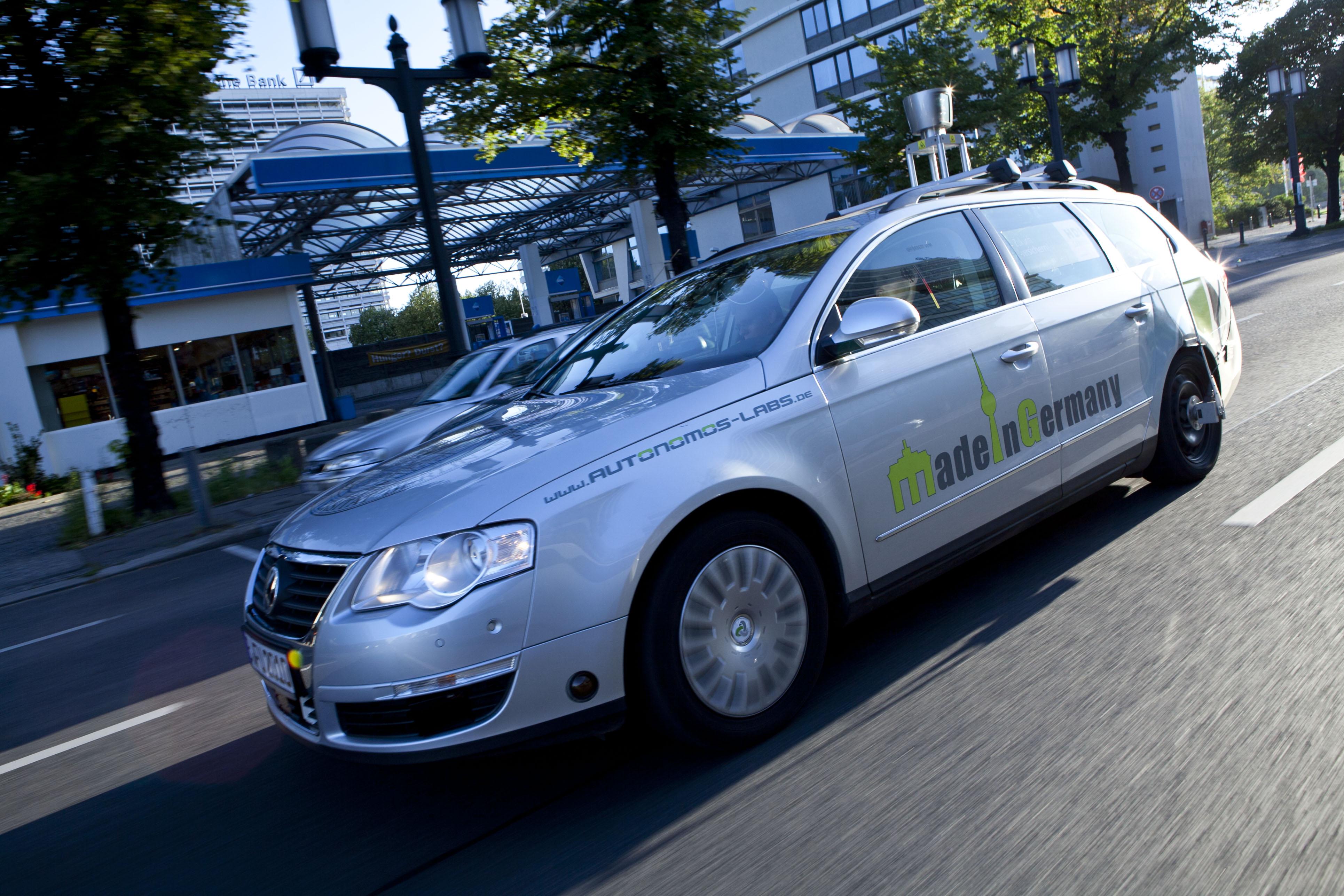autonomos_mission_brandenbug_gate_2011_(6)